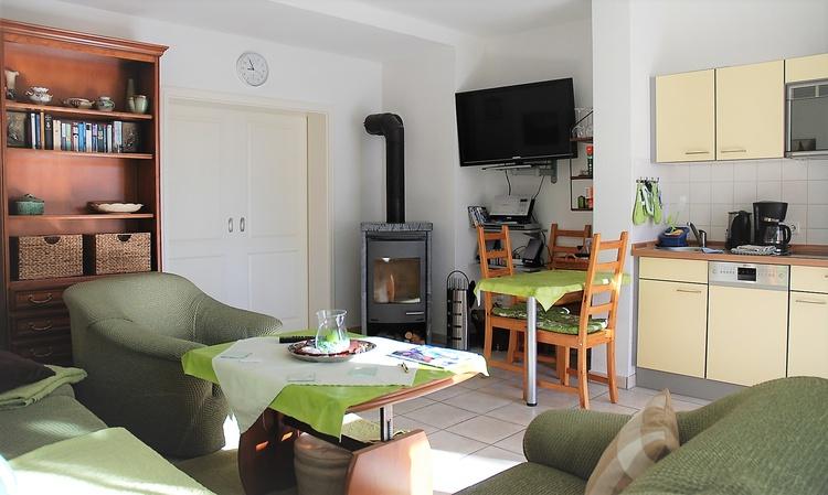 ferienwohnung binz r gen 4 sterne ferienwohnung gr n mediterran ferienwohnung ferienh user. Black Bedroom Furniture Sets. Home Design Ideas