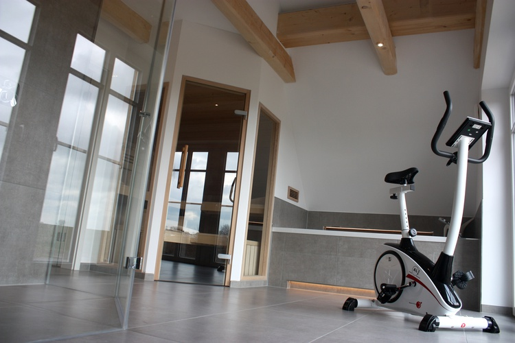 Großer Wellnessbereich mit Whirpool, Sauna, Fitness