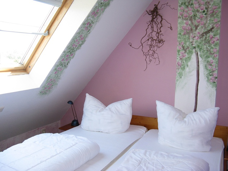 Dornröschenschlafzimmer im Dachgeschoss