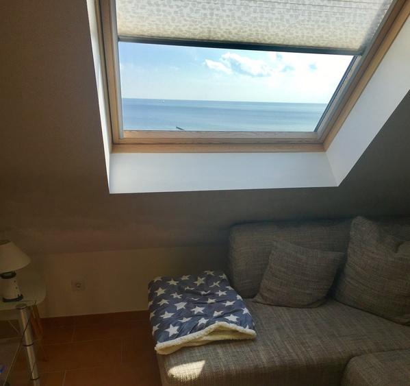 Blick vom Wohnzimmer aufs Meer