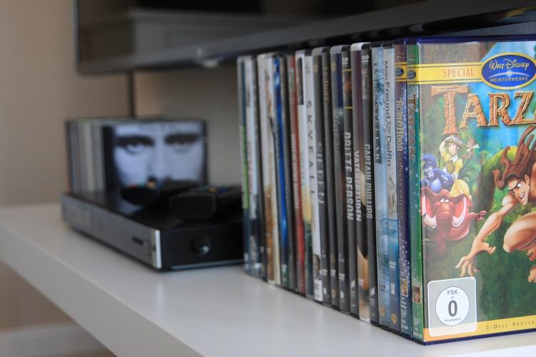 """55""""TV, Blurayplayer, DVD`s, CD`s,..."""