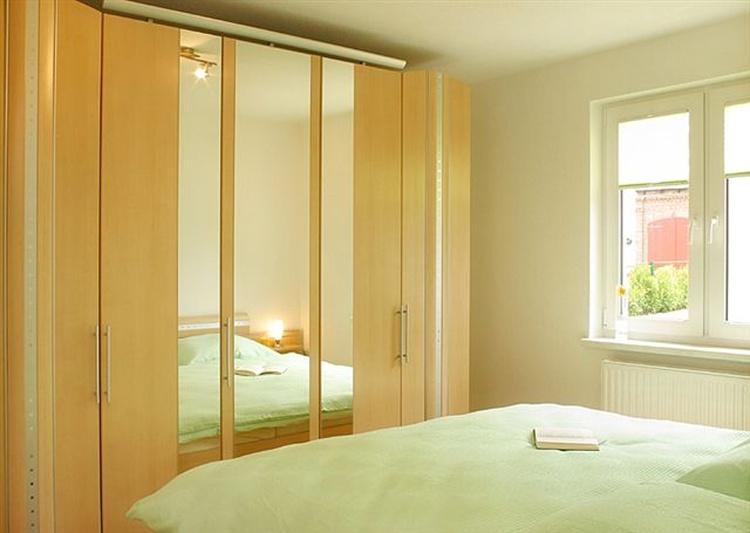 Schlafzimmer mit Doppelbetten (180x200)