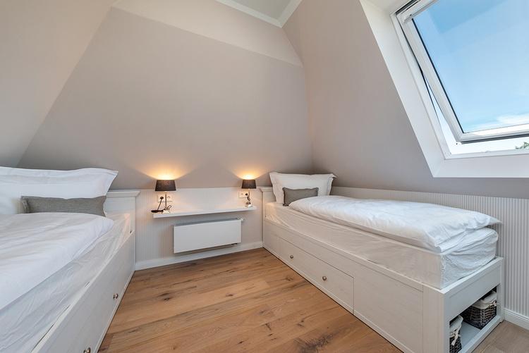 Spitzboden-Zimmer mit 2 Einzelbetten