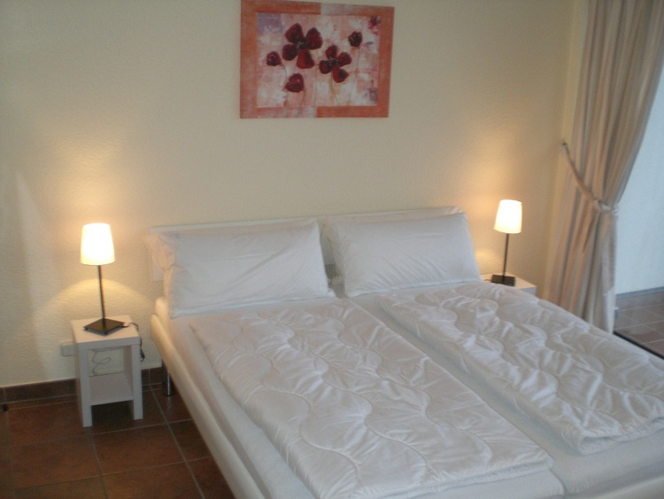 Doppelbett mit 2 Matrazen