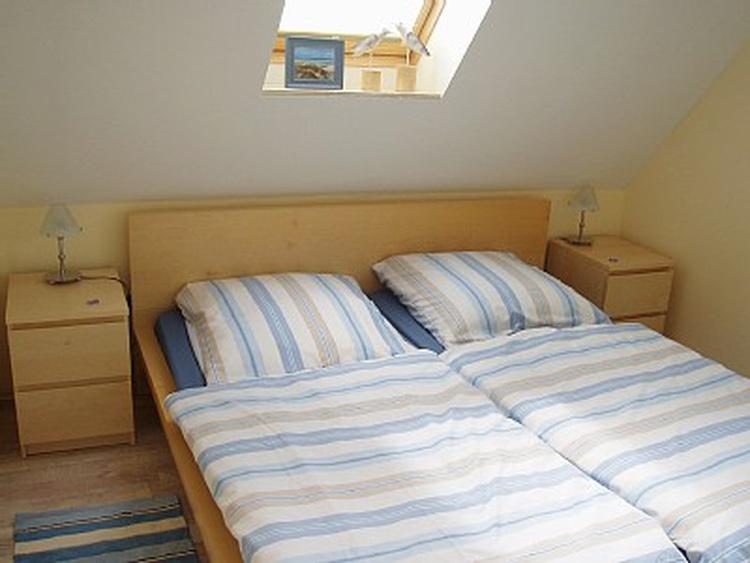 1.Schlafzimmer im Obergeschoß mit hochwertigen Matratzen
