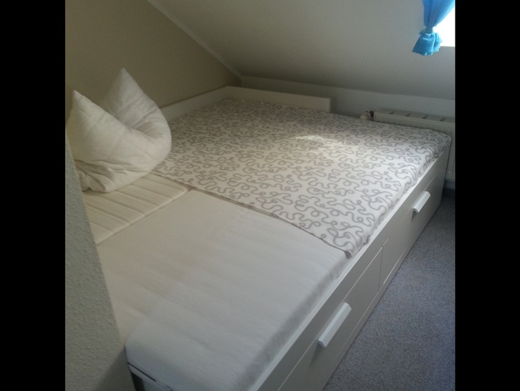 Dachspitz Bett 180x200 (ausgezogen)