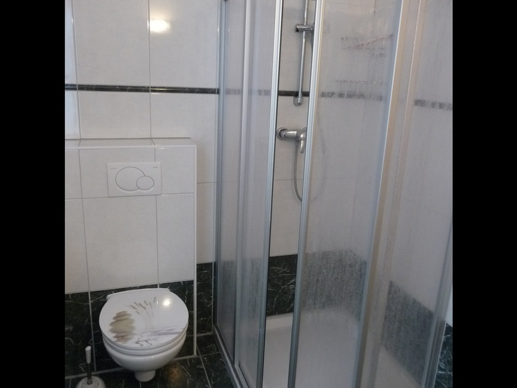 WC und Dusche im Erdgeschoß