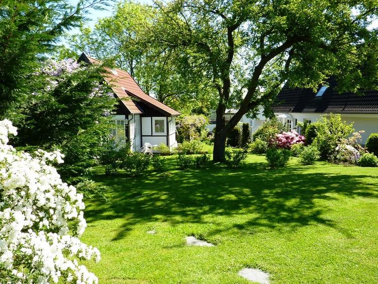 Das kleine Landhaus im Grünen, Kamin, Garten