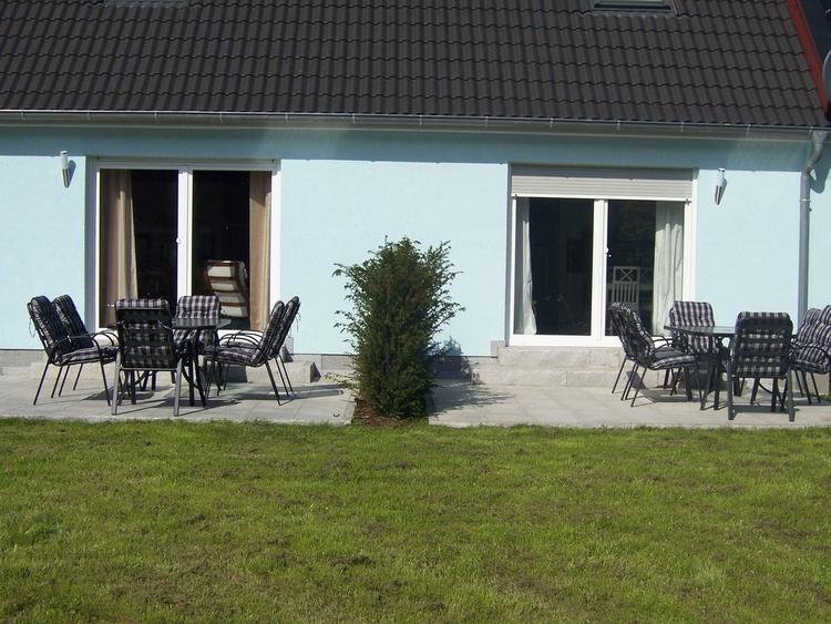 Rückansicht: Haus Kranich links, Haus Ostsee rechts