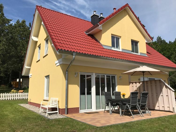Ferienhaus mit Sonnenterrasse und Garten