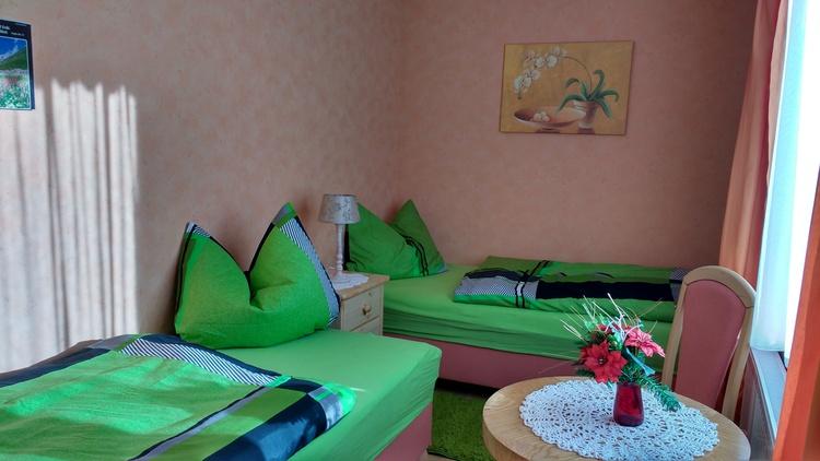 2.Schlafzimmer mit zwei einzel Betten ,Kleiderschrank und Sitzecke