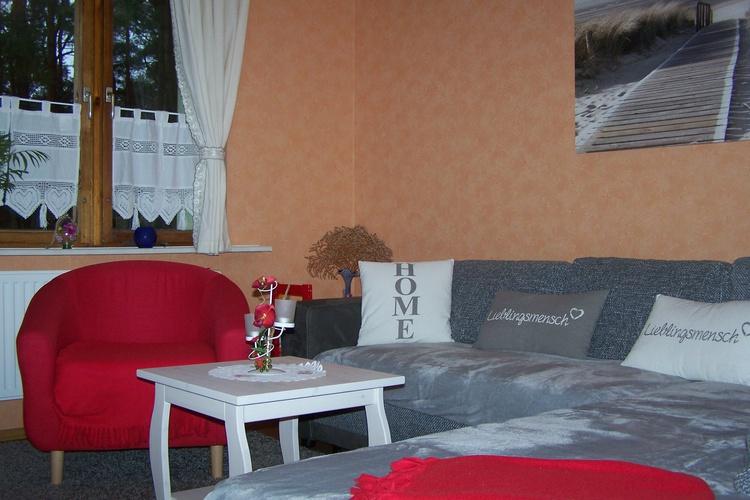 Wohnzimmer mit gemütlicher Kuschelecke