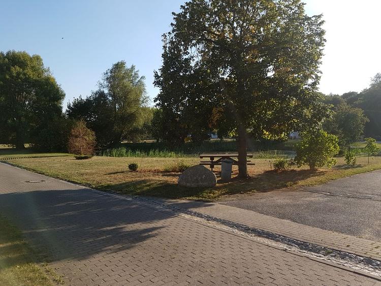 Blick vom Ferienobjekt auf den Dorfteich Gahlkow Teil 1