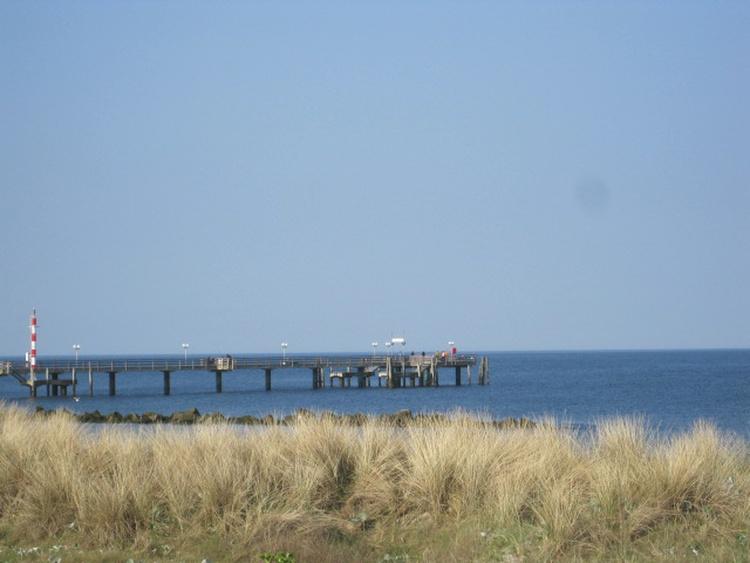 Strandübergang mit Blick auf Seebrücke