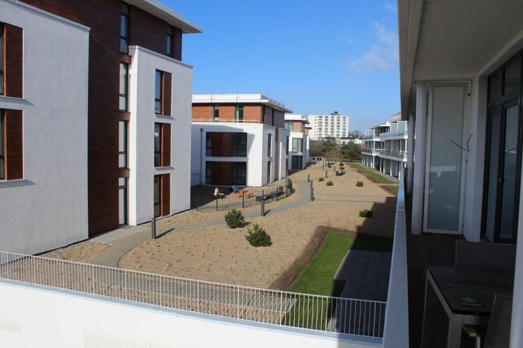 Blick vom Balkon in die Anlage