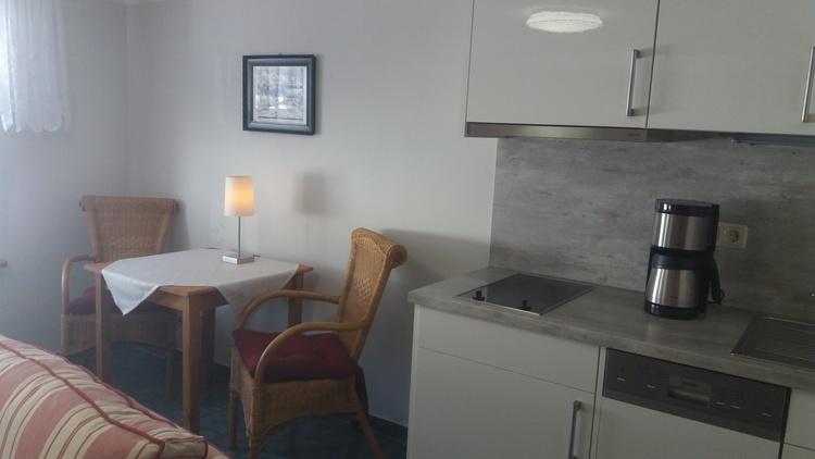 Küchenzeile mit Sitzgruppe