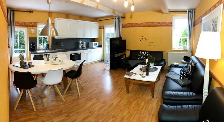 Wohnzimmer von der 90 qm Ferienwohnung