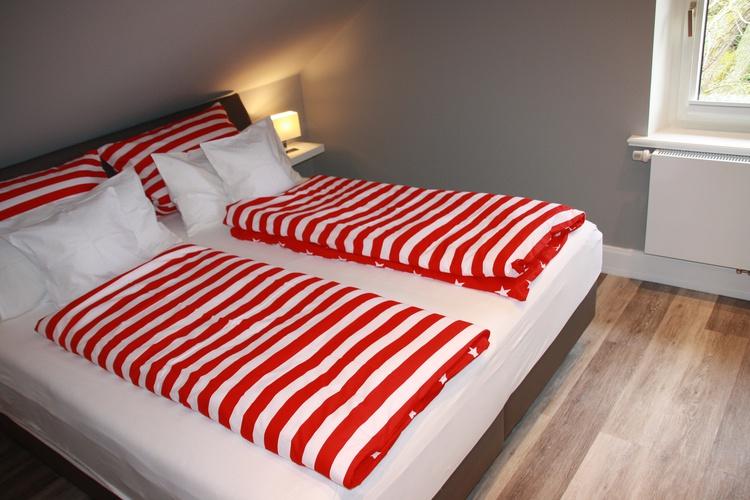 Das Doppelbett bietet reichlich Platz und Komfort