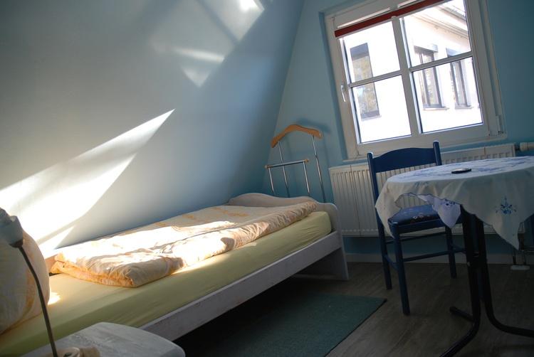 Einzelbett auf dem Spitzboden als Aufbettung oder für Schnarchflüchter :-)