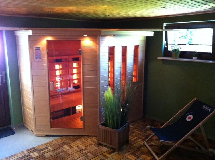 Saunabereich mit Entspannungsliegen