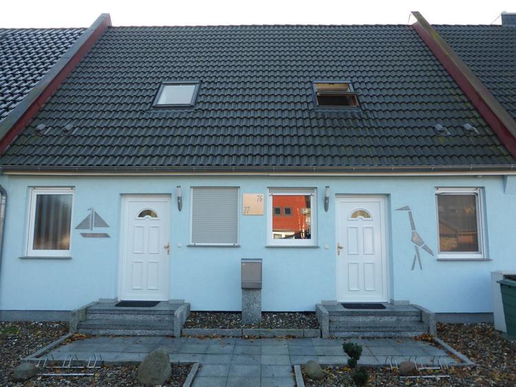 Frontansicht: Haus Kranich rechts, Haus Ostsee links
