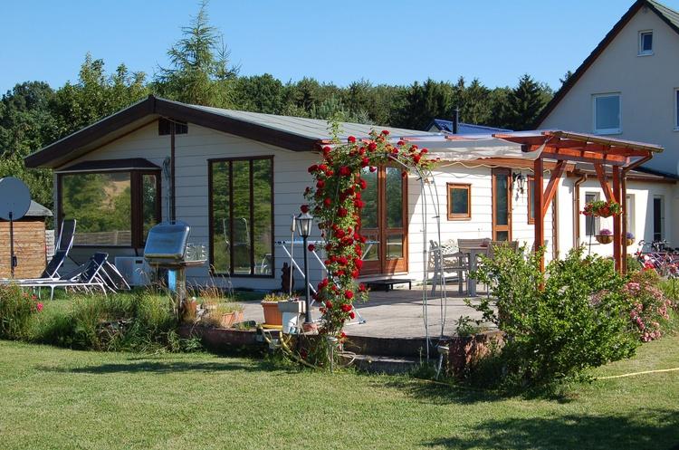 Uns luett Hus mit Terrasse