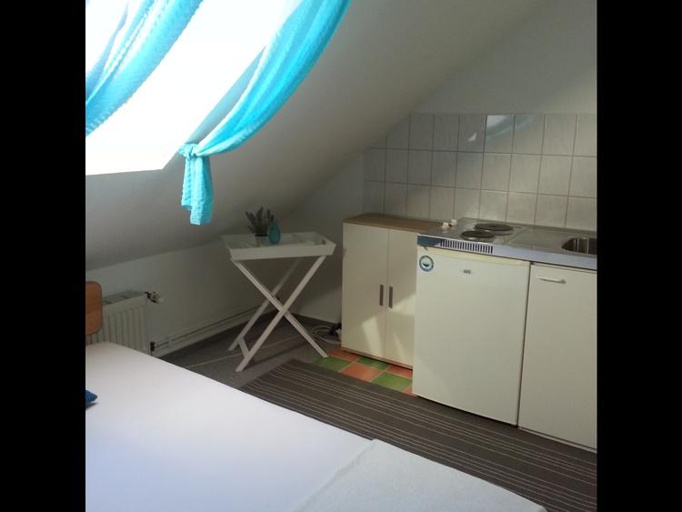 Dachspitz - Singleküche Bett 140cm