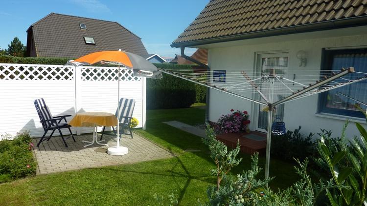 Terrasse und eigene Wäschespinne