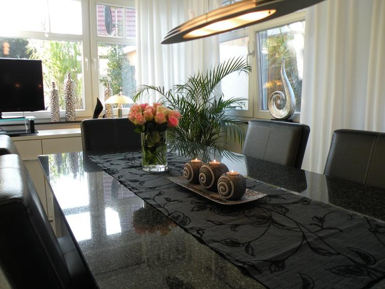 Großer Esstisch zum Speisen, Spielen & Klönen