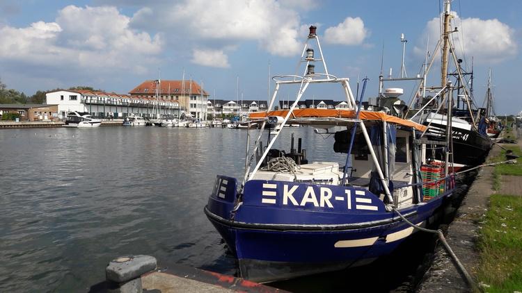 Der Hafen mit der Wohnanlage