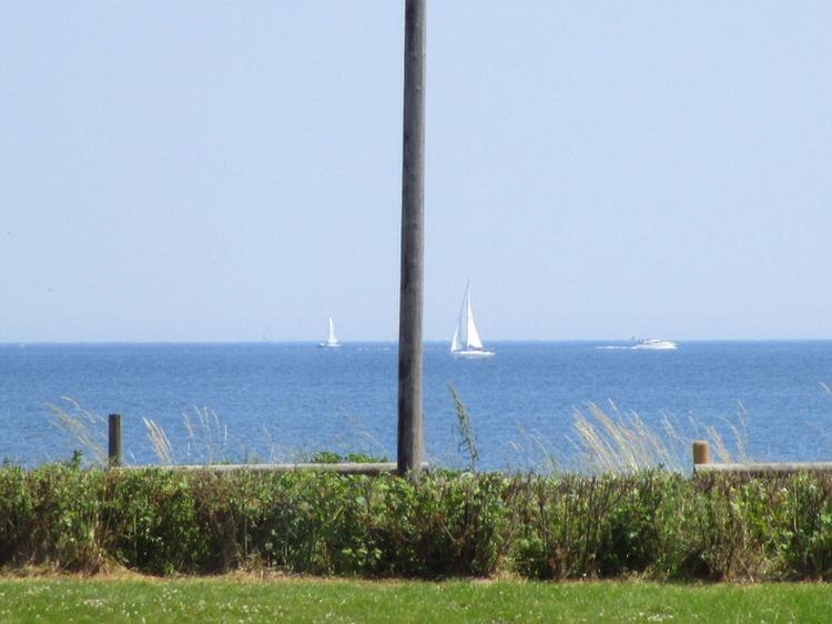 Vom Esszimmer sieht man die Segelboote auf dem Weg in die dänische Südsee