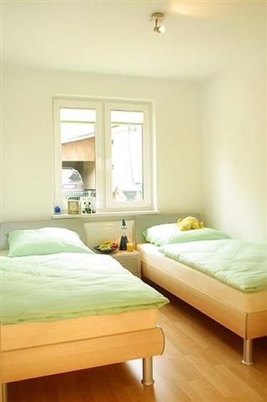 Schlafzimmer mit 2 Einzelbetten (90x200)