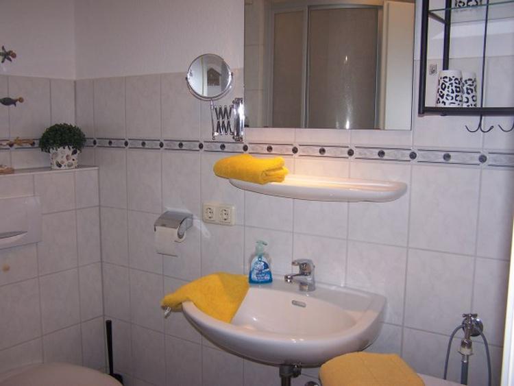 Duschbad mit vielen Ablagemöglichkeiten