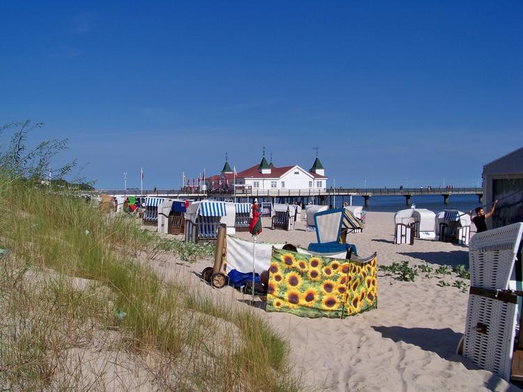 Strand mit Blick zur Ahlbecker Seebrücke