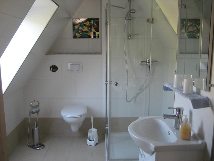 Bad mit Dusche,WC und Waschbereich