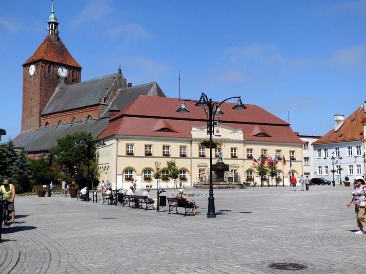 Der Rathausplatz mit Marienkirche im Hintergrund