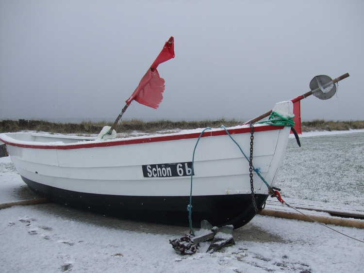 Fischerboot im Winter