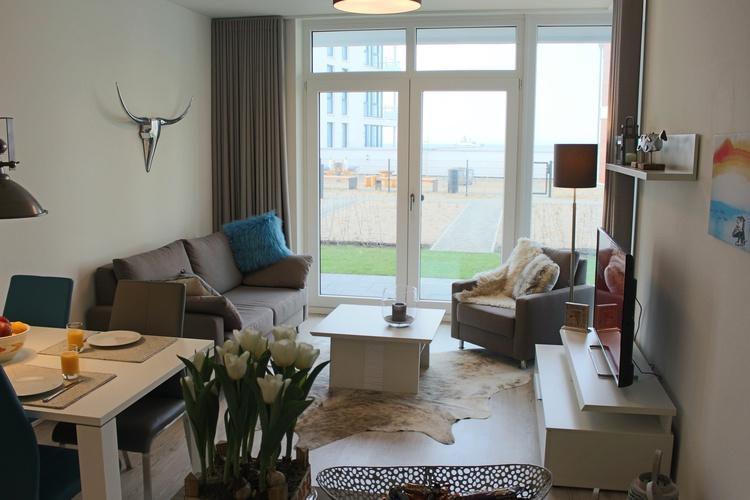 Wohnzimmer mit Ausgang zur Sonnenterrasse