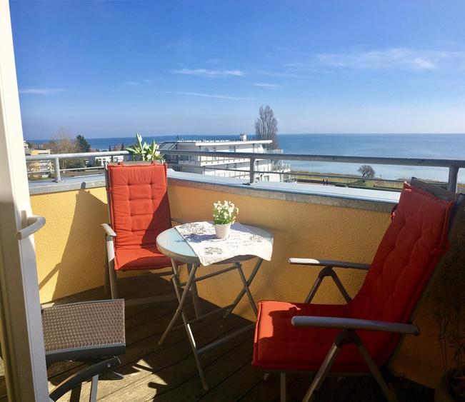 Balkon mit tollem Meerblick über den gesamten Südstrand ...