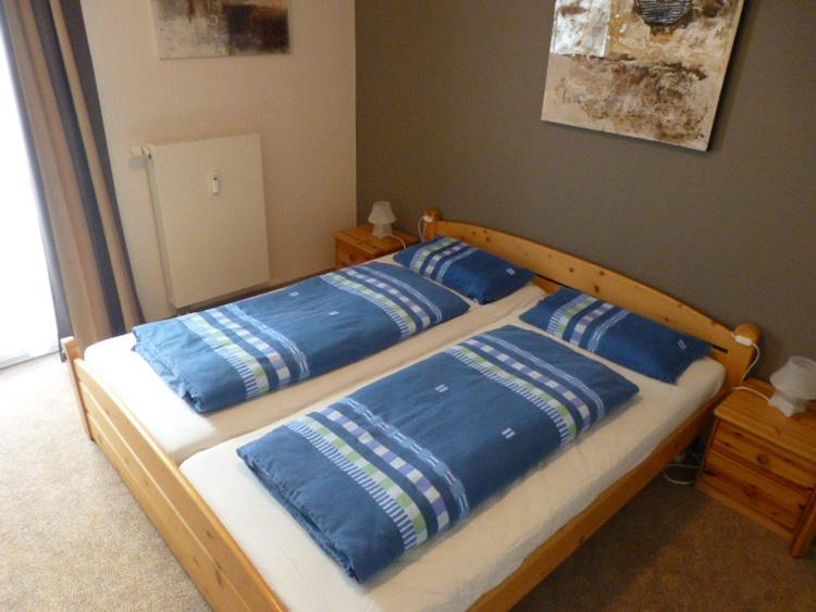 2. Schlafzimmer mit grossem Kleiderschrank