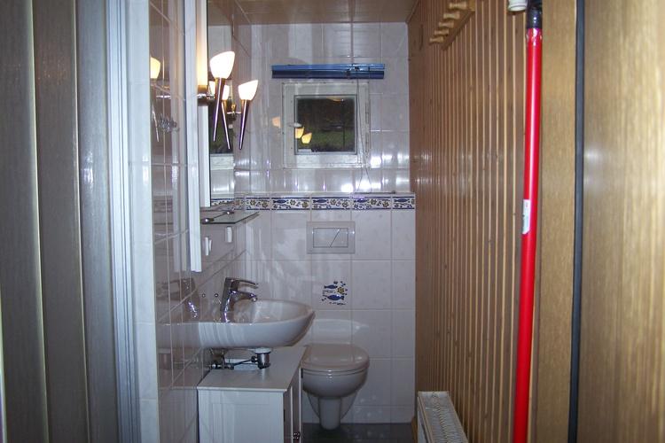 Bad mit WC ,Dusche und Waschbecken