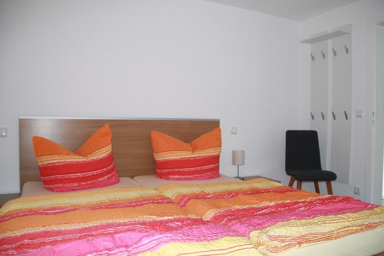 Schlafzimmer mit Doppelbett und Liege (3 Schlafplätze)