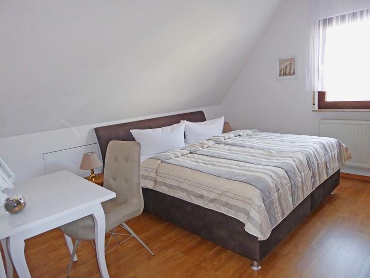 Wohnung 7 Schlafzimmer 1
