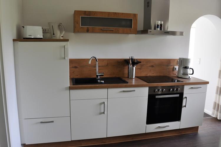 Küche mit Geschirrspüler, Backofen etc.