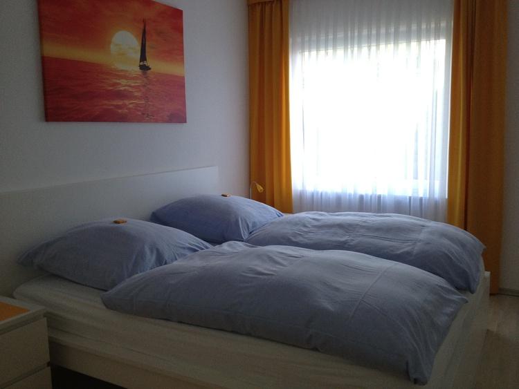 Schlafzimmer 1 + TV