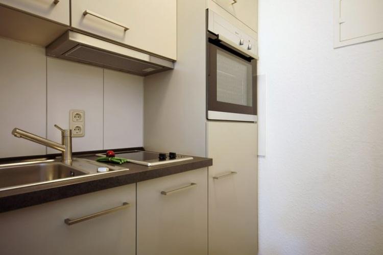 Küche mit Spülmaschine un Backofen