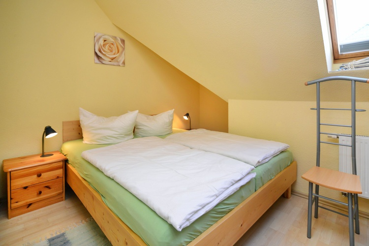 Schlafzoimmer mit Doppelbett 160x200