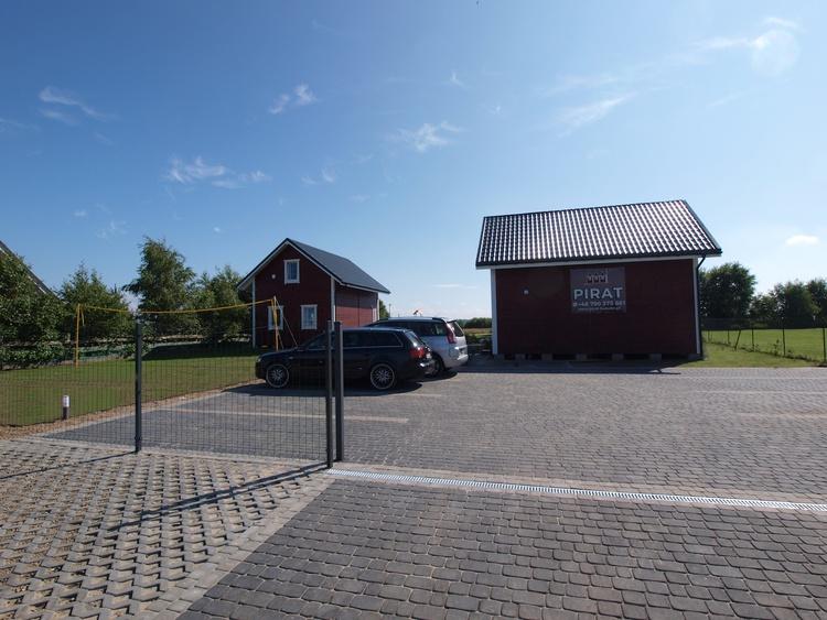 Parkplatz & Spielfeld