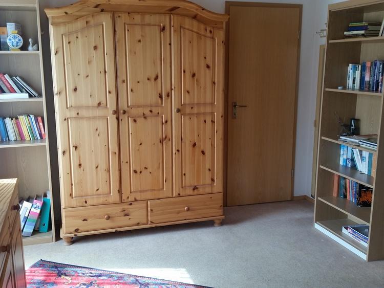 Schlafzimmerschrank - Tür zur Kammer