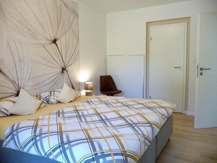 Schlafzimmer 1 mit angrenzendem Badezimmer